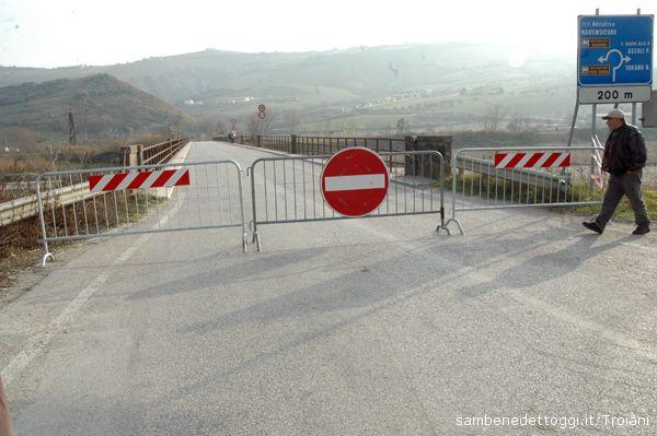Il ponte chiuso al transito